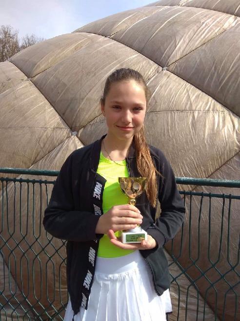 Barbora Sedláková stříbro ve čtyřhře na ŽLTC Brno